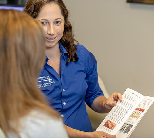 Dr Elizabeth consulting a patient at Dr Felts Office Chattanooga TN